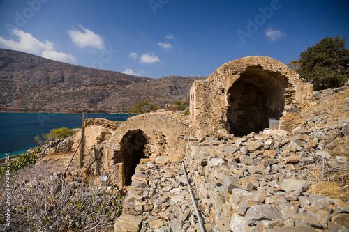 Fotografia  Ruins of apartments on the island of Spinalonga