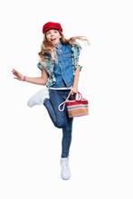 Mädchen Mit Handtasche Und Hut