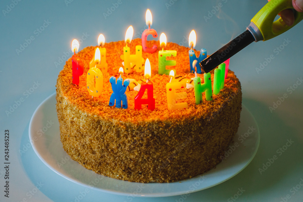 A Birthday Cake With Letter Shaped Candles In Russian Happy To You Foto Poster Wandbilder Bei EuroPosters