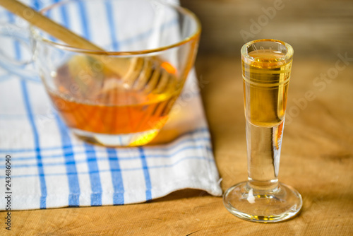 Photo homemade mead (honey wine) on an old table close up