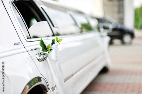 Photographie Flowers decoration on a luxury car