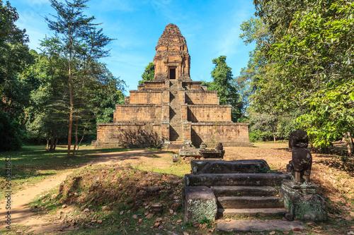 Foto  Baksei Chamkrong Temple. Angkor, Cambodia