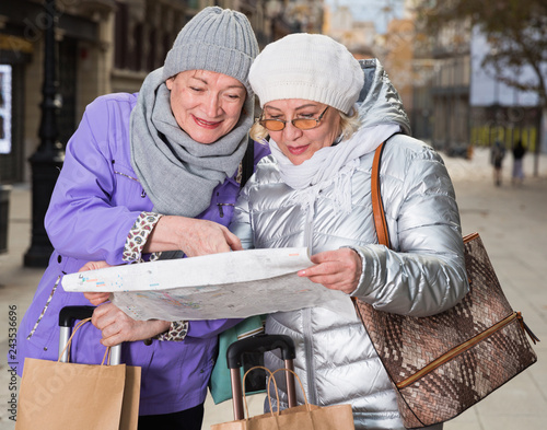 Fototapety, obrazy: Elderly women tourists with city guide