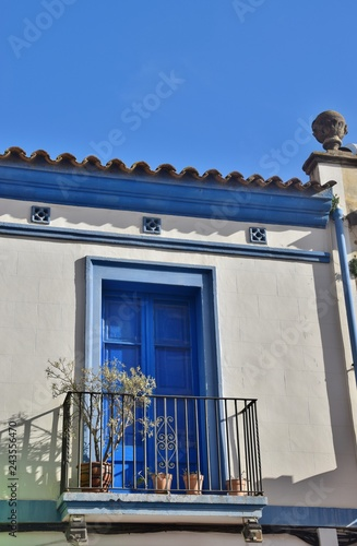 Keuken foto achterwand Buenos Aires Finestra blu di una casa di Calella in Catalogna