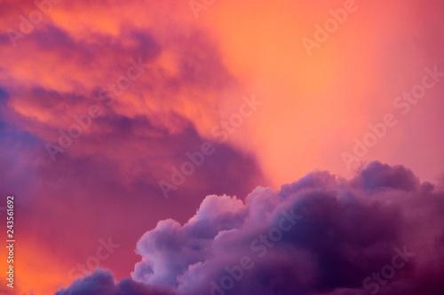 Foto auf Gartenposter Hochrote Sunset on storm clouds
