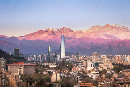 Photo  Aaerial view of Santiago skyline at sunset with Andes Mountains - Santiago, Chil