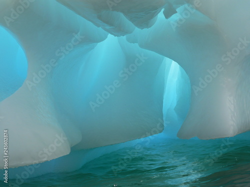 Printed kitchen splashbacks Glaciers Antarctic icebergs in the waters of the ocean