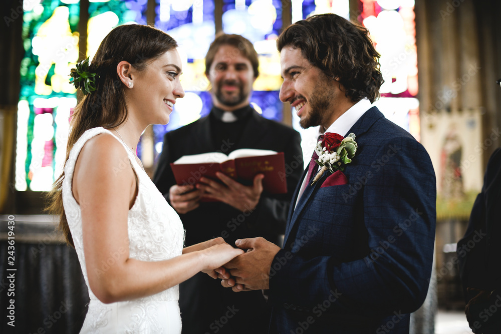 Fototapety, obrazy: Bride and groom at the altar