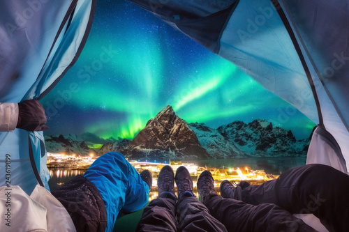 Foto auf Gartenposter Nordlicht Group of climber are inside camping with aurora borealis over mountain