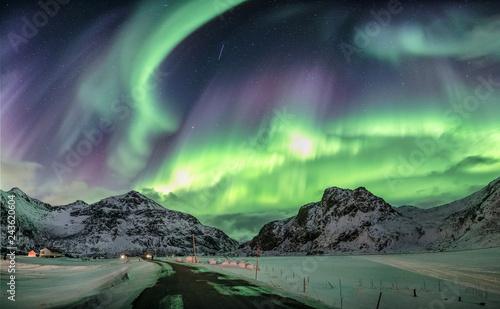 Poster Aurore polaire Aurora borealis, Northern lights over snow mountain range