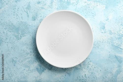 Fototapeta Clean empty plate on color background obraz