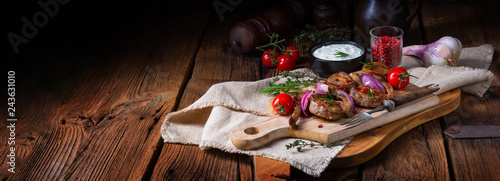 Smaczne kotlety jagnięce z miętą i rozmarynem