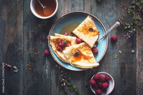 Photo  Crêpe Suzette Sauce agrumes et Rhum et Framboises pour la Chandeleur