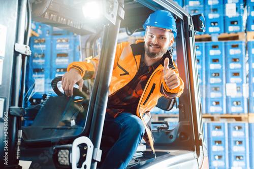 Canvas-taulu Arbeiter zeigt die Daumen hoch in Logistik Lagerhaus