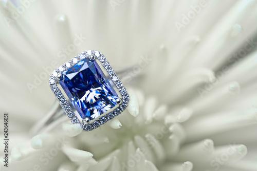 Valokuvatapetti Sapphire Engagement Ring