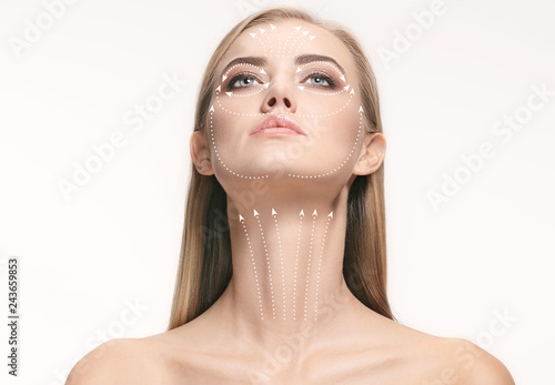 Photo  Close-up portrait of young, beautiful and healthy woman with arrows on her face