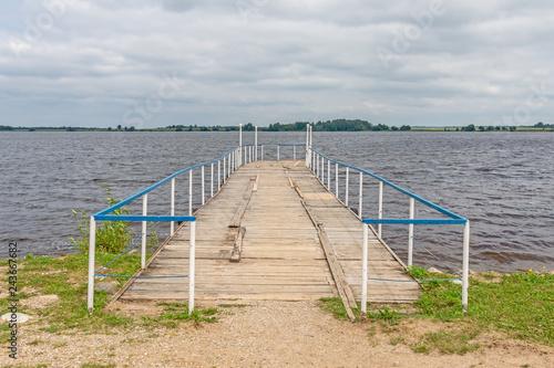 Fotografía  Boat pier on the river Sheksna