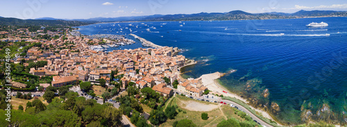 Fotografia Panoramic view of the bay of Saint-Tropez, France