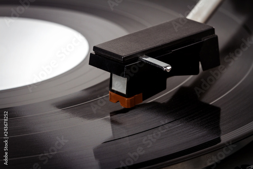 Photo Close up of turntable needle on a vinyl