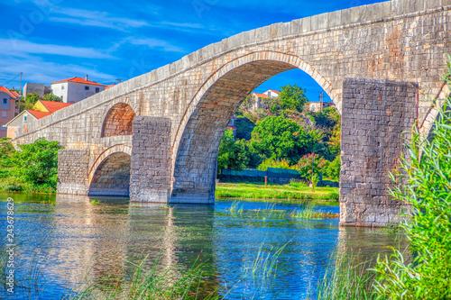 Foto  Arslanagic Bridge on Trebisnjica River in Trebinje ,Bosnia and Herzegovina
