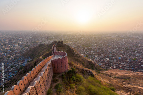 Foto auf Leinwand Befestigung Beautiful sunset view from Nahargarh Fort stands on the edge of the Aravalli Hills, overlooking the city of Jaipur in the Indian state of Rajasthan, India.