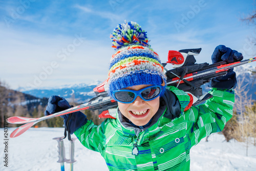 Carta da parati Cute skier boy in a winter ski resort.