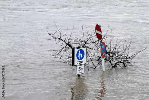 Fotografia Extreme weather: Flooded pedestrian zone in Cologne, Germany