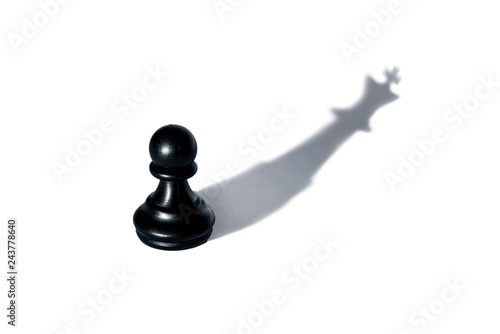 Fotografía  Chess - pawn with a shadow of the king