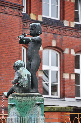 Foto  Tangermunde statue - child with flute