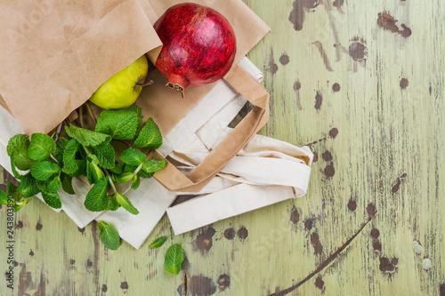 Fotografía  Natural reusable linen and paper bag