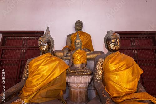 Foto  Old buddha statue of Wat Nakhon Luang Tample,Prasat Nakhon Luang in Ayutthaya,Thailand