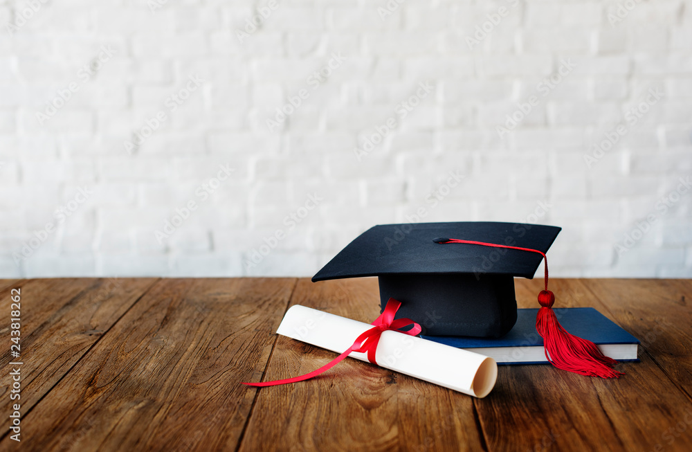 Fototapety, obrazy: Mortar board and a graduation diploma