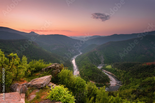 Poster Rivière de la forêt Spring mountain / Panoramic view of a spring forest and meanders of Arda river near Kardzhali, Bulgaria – Image