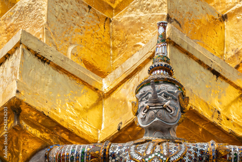 Fotomural Thai antique sculpture, giant sculpture from Ramayana epic poem at Wat Phra Keaw
