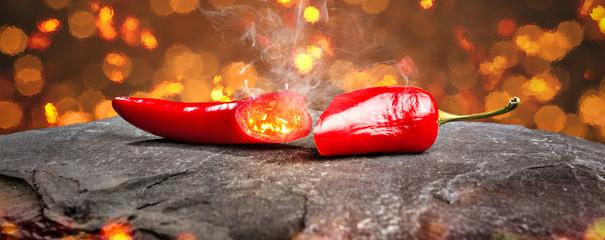 Pikantna papryka chili otoczona blaskiem jako panorama