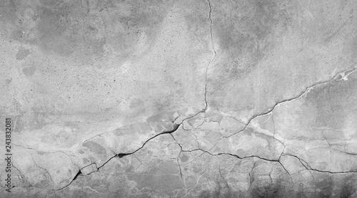 Fotografie, Obraz  Kaputte graue Steinwand aus Beton mit Riss