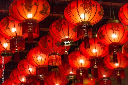 Montage in der Fensternische Violett rot Thailand trip October