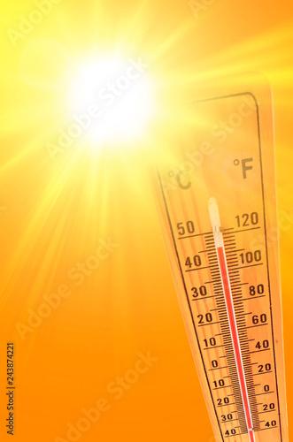 ilustracja koloru pomarańczowego i żółtego przedstawiającego słońce i termometr otoczenia