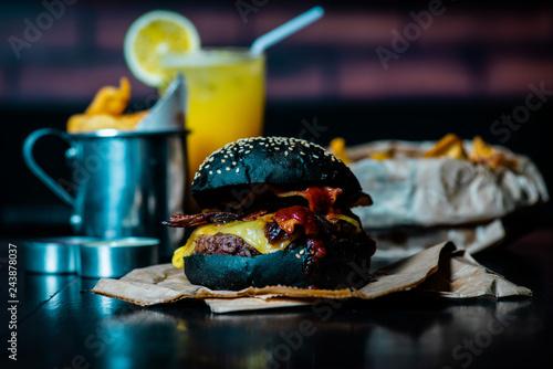 Fotografie, Obraz  Hambúrguer suculento delicioso