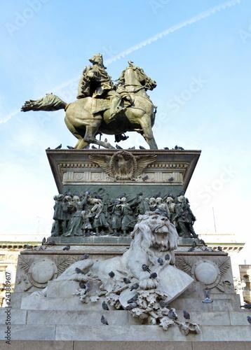 Foto  veduta di alcuni angoli di Piazza del Duomo a Milano
