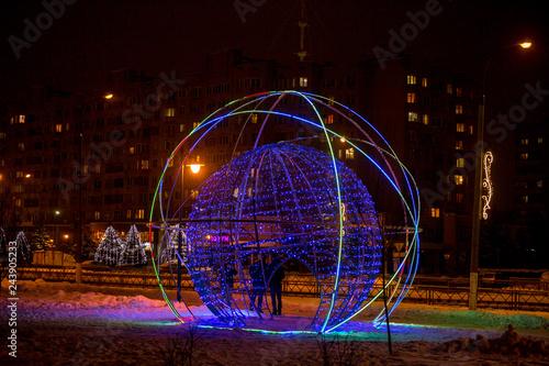 Fotografía  OBNINSK, RUSSIA - DECEMBER 2018: Street art object in the form of a glowing ball