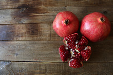 Pomegranate And Sliced ​​r...