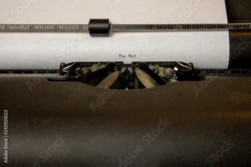 Foto op Aluminium The End on typewriter
