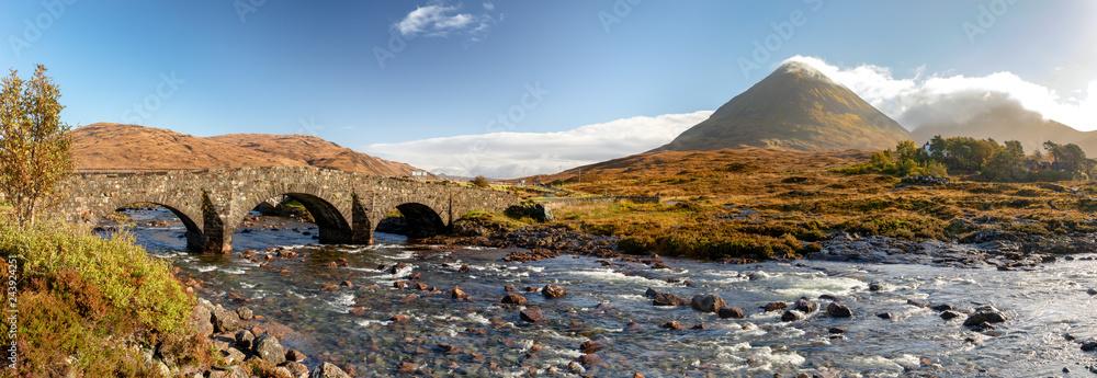 Fototapeta Scotland, Isle of Skye - panoramic view of Sligachan Bridge and Cuillin Mountains