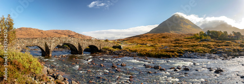 Fototapeta Scotland, Isle of Skye - panoramic view of Sligachan Bridge and Cuillin Mountain
