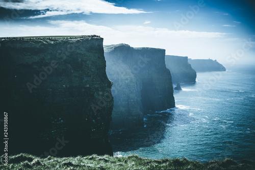 Imagen panorámica de los Cliffs of Moher en Irlanda durante el invierno Canvas Print
