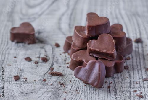 Foto  Bombones de chocolate en forma de corazon