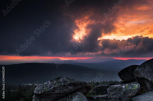 Fotografia  Stromy sunset over Szrenica/Karkonosze Mountains/Poland