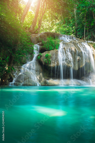 Montage in der Fensternische Wasserfalle Beauty in nature, amazing Erawan waterfall in tropical forest of national park, Thailand