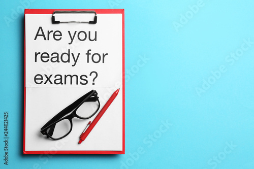 Fotografía  Clipboard with text ARE YOU READY FOR EXAMS? on color background